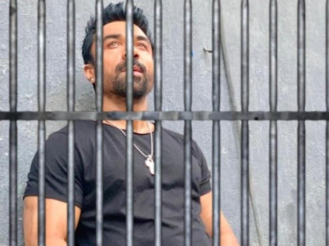 अभिनेता एजाज खानला अटक, फेसबूकवर वादग्रस्त वक्तव्य केल्याप्रकरणी कारवाई, मात्र बबीता फोगट वर कारवाही नाही अशी सोशल मीडियावर चर्चा
