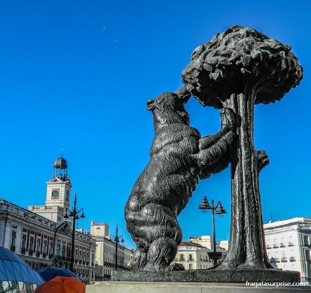 O Urso e o Madronho, estátua-símbolo de Madri, na Porta do Sol