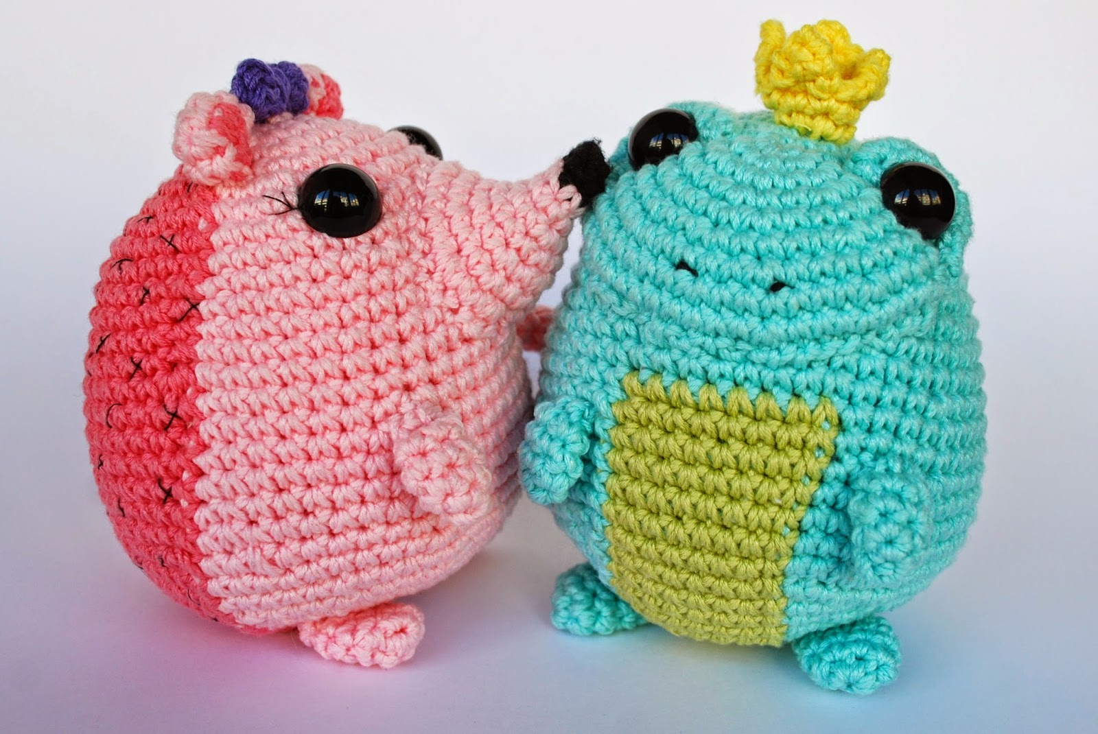 amigurumi toad and hedgehog