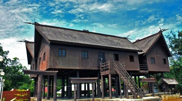 Rumah adat Bentang dari Kalimantan tengah