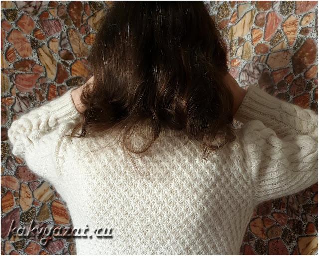 """Полотно спинки свитера, связанное вязкой """"звездочки""""."""
