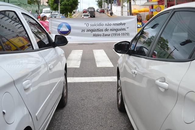 Equipe de voluntários faz panfletagem em defesa à Vida, na capital potiguar.