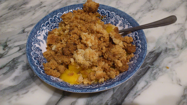 Crumble mangue-amandes