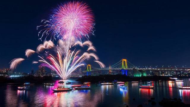 Fireworks sparkle above Han River in int'l festival
