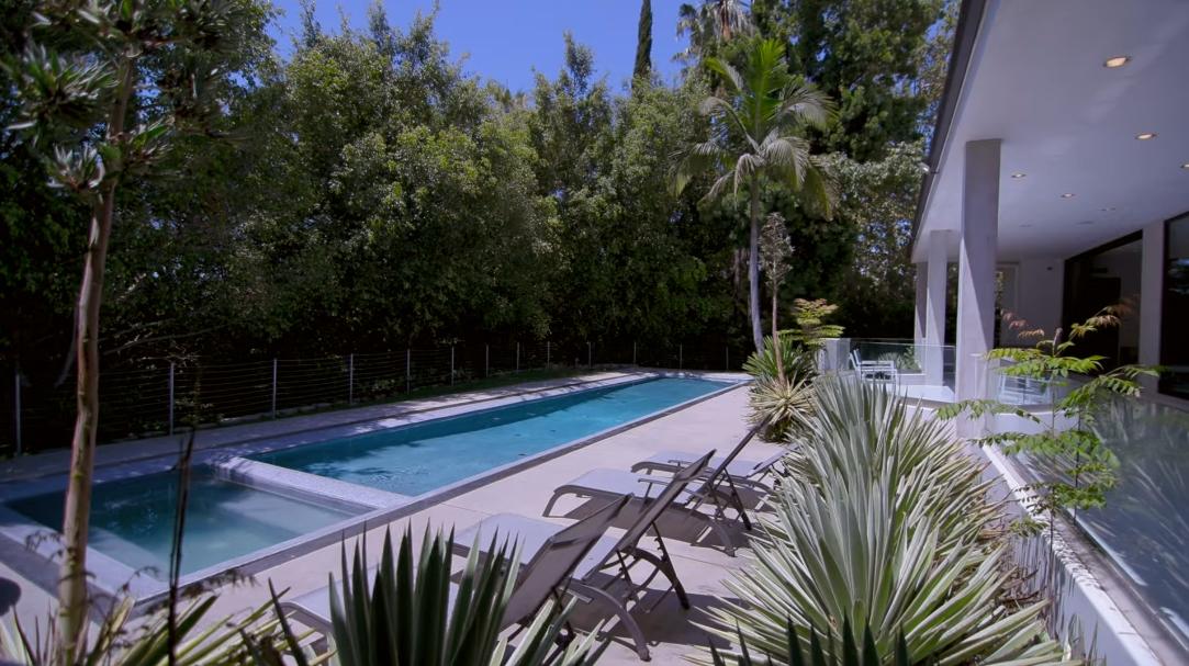 26 Interior Design Photos vs. 900 N Hillcrest Rd, Beverly Hills, CA Luxury Home Tour