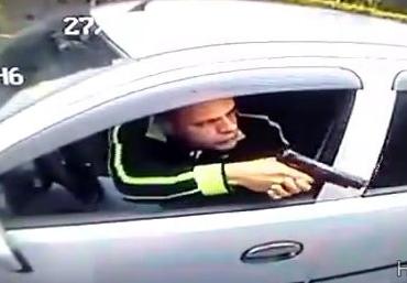 Intenta Asaltar a un policia