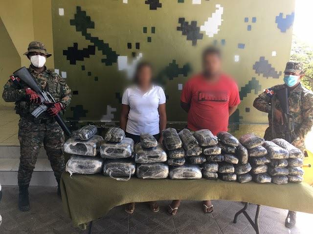 Ejército da duro golpe a narcotraficantes al ocuparle 42 pacas de un vegetal verde presumiblemente marihuana, encaletados en una camioneta
