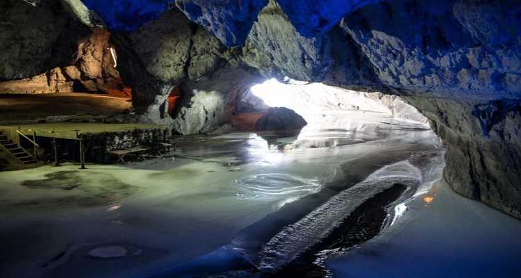 Peștera Bolii pe timp de iarnă