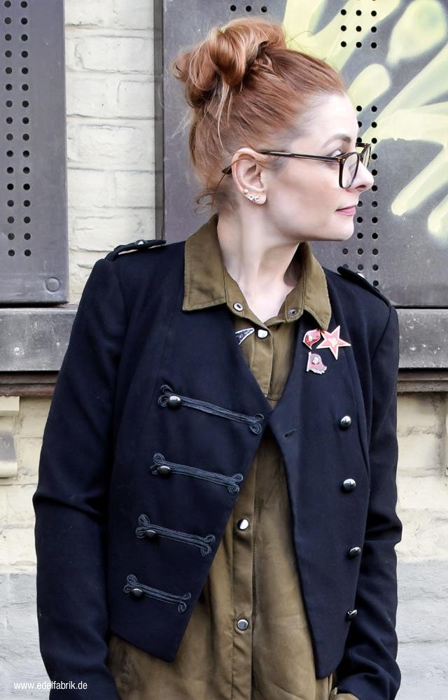 Military Jacke mit Verzierungen vorn