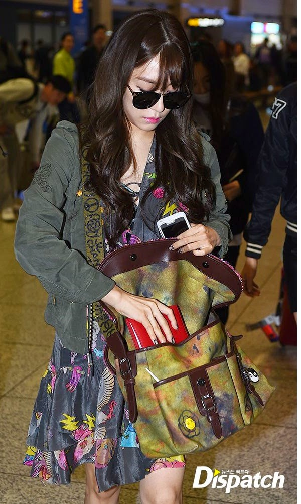 Enjoy Korea Girls Generation Catch Me If You Can Girls Generation comeback Hui Hyoyeon K-pop Seohyun Sooyoung Sunny Taeyeon Tiffany Yoona Yuri tiffany airport style fiffany airport fashion rory print cowboy dress Chanel Bag Graffiti Messenger on the Pavement Runway 2015 Limited Edition