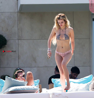 %5BSummer+May+2017+Bikini%5D+Bella+Thorne+with+her+sisters+in+Topless+Thongs+Bikini+WOW+lovely+cute+ass+boobs+011.jpg