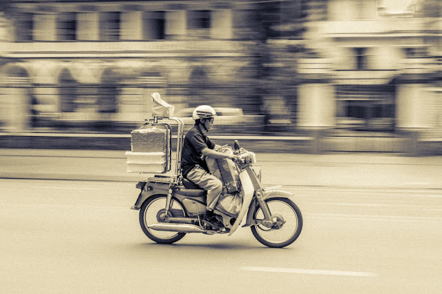 How to make extra money on the side - 10 fun passive income jobs - Deliver stuff being a delivery driver