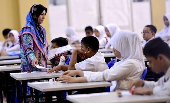Hasil gambar untuk guru di malaysia