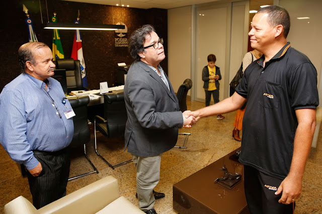 Funcionário da limpeza do TJAL devolve R$ 1.200 encontrados em banheiro