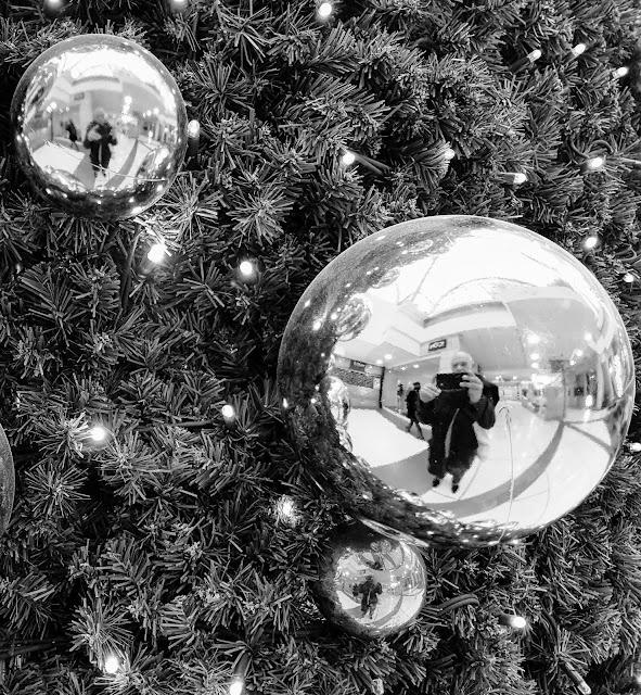 Autoportrait dans une boule