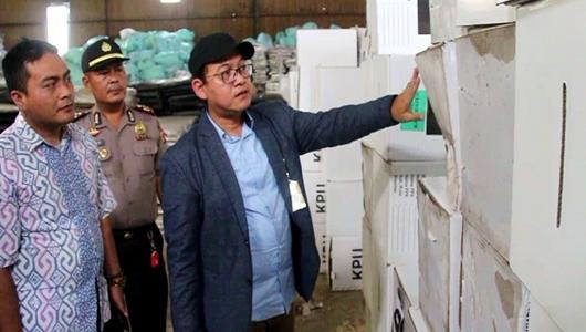 696 Kotak Suara di Gudang KPU Cirebon Rusak Terkena Air Hujan