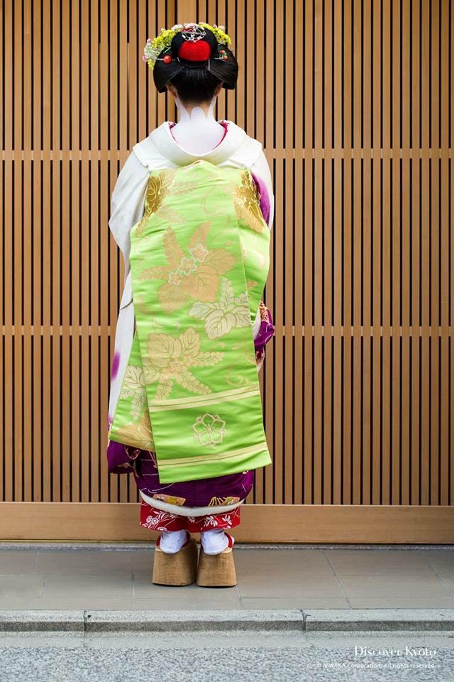 Maiko wears darari obi