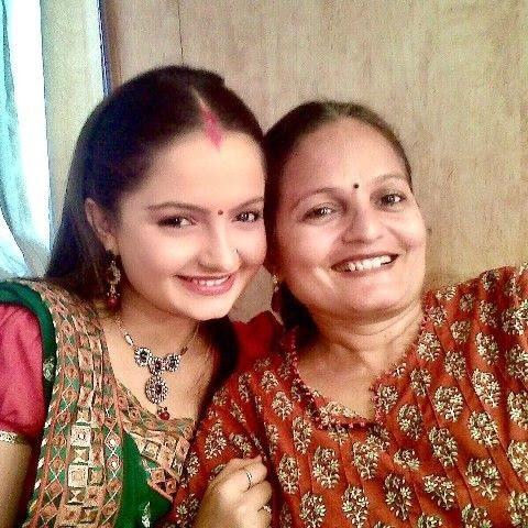 Giaa Manek Bersama Ibunya