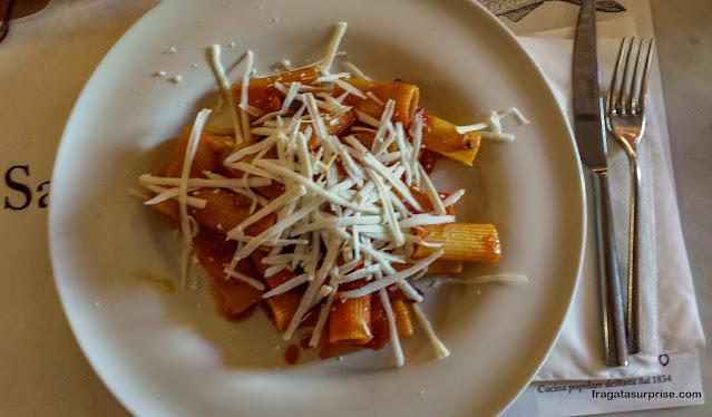 Prato típico da Sicília: pasta alla Norma