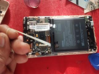 bagaimana cara mengganti baterai tanam
