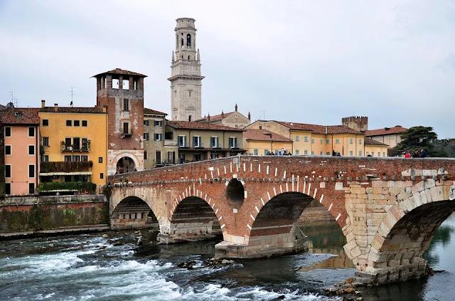 ponte pietra-Verona-città
