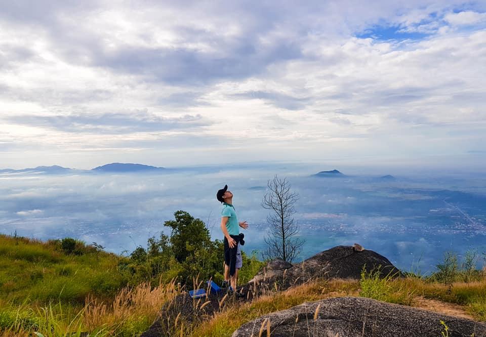 Núi Chứa Chan còn gọi là núi Gia Ray hay núi Gia Lào (837m)