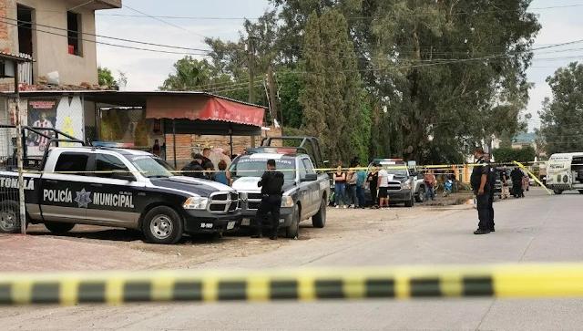 """Atacan a tres hombres en Tonalá cuando estaban """"pisteando"""", uno muere, y prenden fuego a camioneta"""