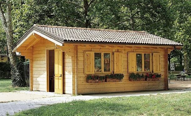 Casette gazebo tettoie casette di legno per campeggi for Cerco casetta in legno da giardino usata