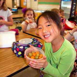 طفلك و السمنة: حلول عملية و دروس تربوية