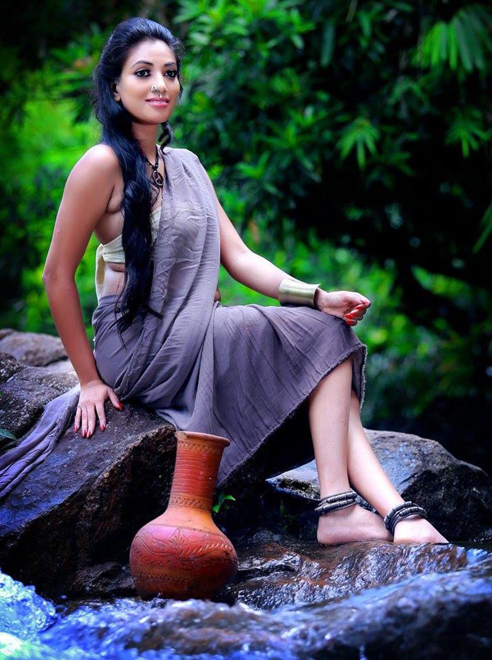 Hashini Madumanjali Hot photo gallery | Sri Lankan Actress and Models Bank