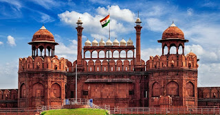 Essays on Red Fort in Hindi