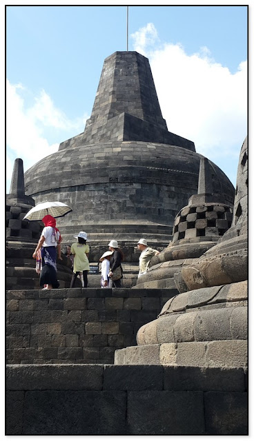 "LIBURAN JOGJAKARTA: ""BOROBUDUR, THE HISTORIC ANCIENT TEMPLE"""