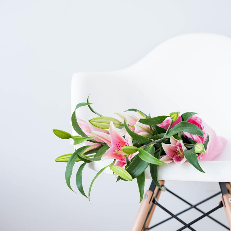 flores silla primavera