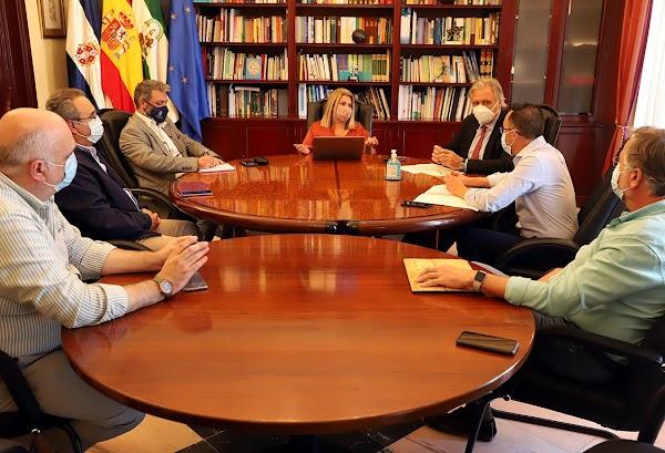 La alcaldesa de Jerez se reúne con la Unión de Hermandades para abordar el desarrollo de actos en la vía pública