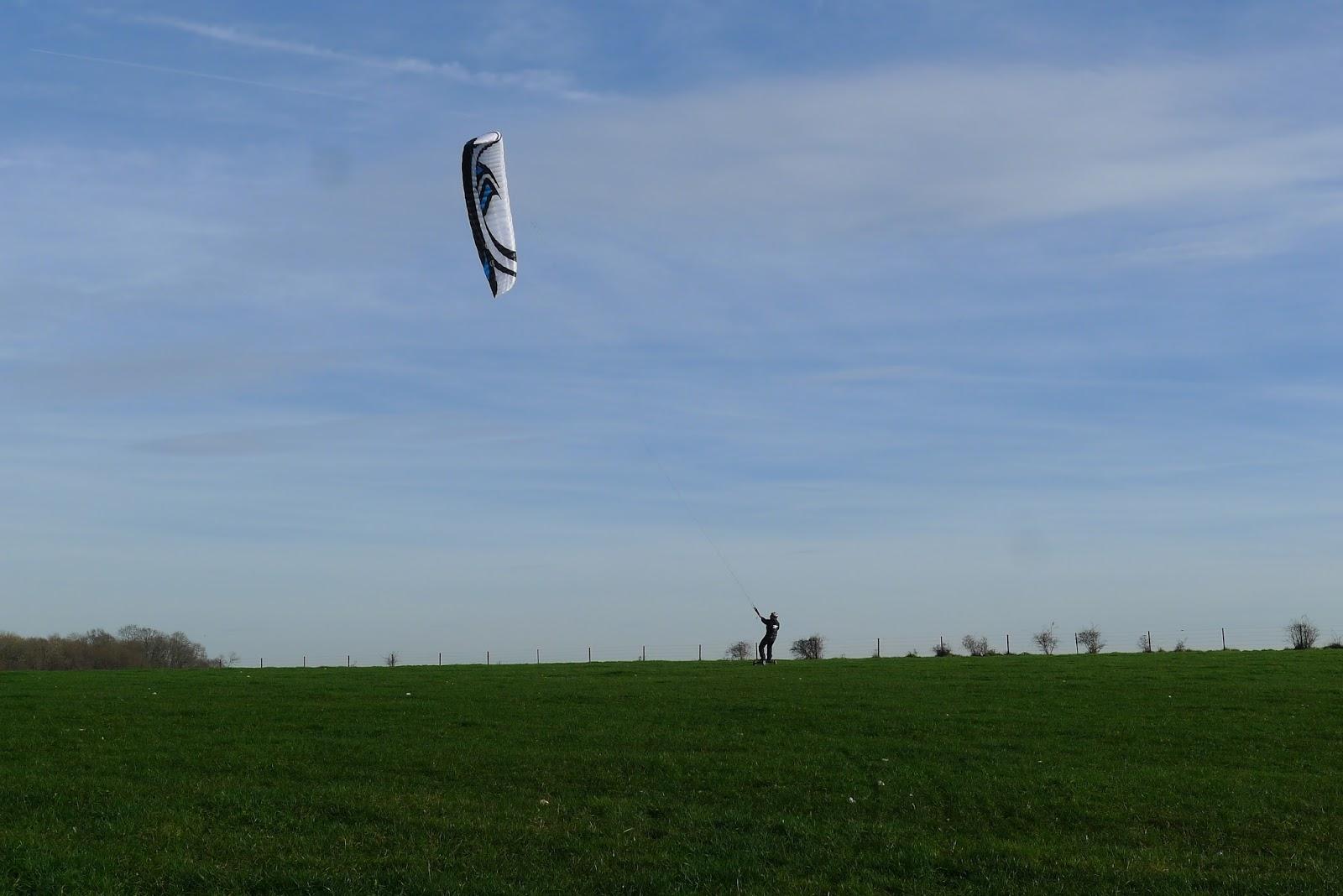 VENDUE ! Flysurfer Speed IV Lotus 18m complète 1390 € quasi neuve  P1260088