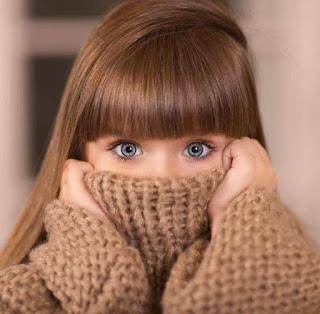 خلفيات بنات بعيون زرقاء