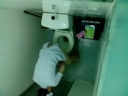ปีนกำแพงแอบถ่าย นางพยาบาลสาวเข้าห้องน้ำของ โรงพยาบาลของจริง 100%