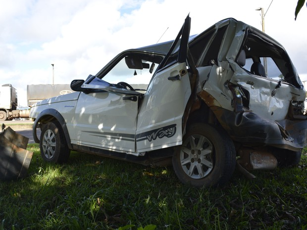Acidente entre três veículos deixa motorista ferido na BR 364
