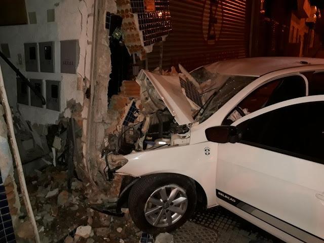 Assaltantes ficaram feridos em acidente em Pouso Alegre (MG) (Foto: Corpo de Bombeiros)