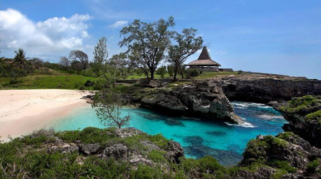 Pantai Mandorak Sumba