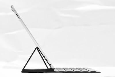 iPadにSmart Keyboardを取り付けたスタイル