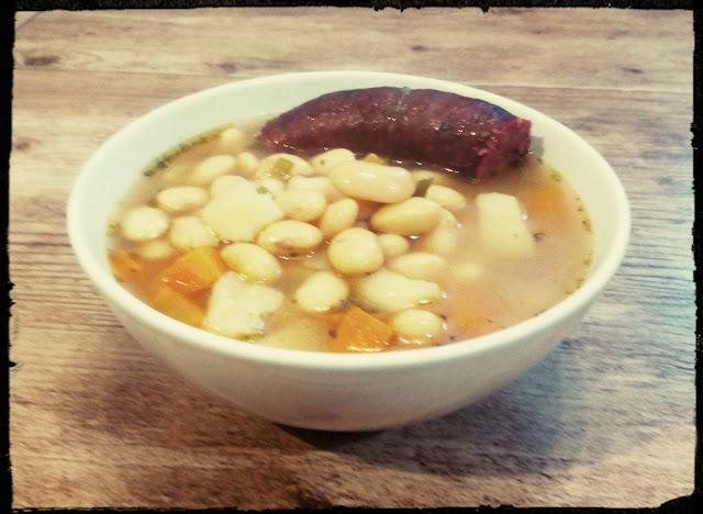 zupa fasolowa fasolowka zupa z fasoli zupa z wkladka fasolowa na kielbasie fasolowka z wkladka fasolowka na dziczyznie pozywna zupa