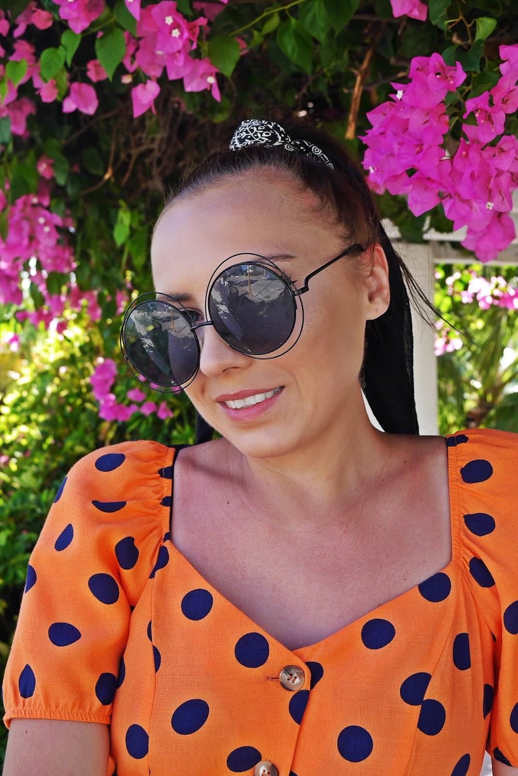 sukienka w kropki f&f stylizacja rodos greska okulary okrągłe duże karyn blog modowy blogerka modowa puławy