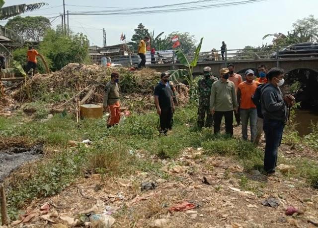 Camat Tambun Selatan Junaefi: Jadi  Penyebab Banjir Tumpukan Sampah Di Kali Jambe Bekasi Dibersihkan