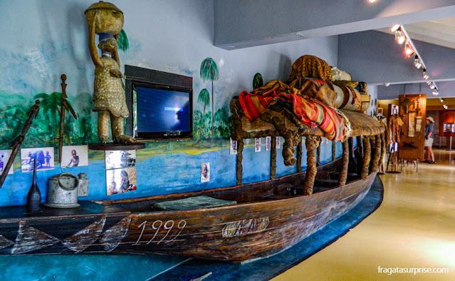 Embarcação típica do Mali no Museu Kura Hulanda, em Willemstad