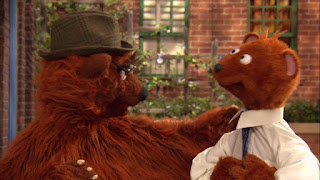 Sesame Street Episode 4304 Baby Bear Comes Clean, baby bear, papa bear