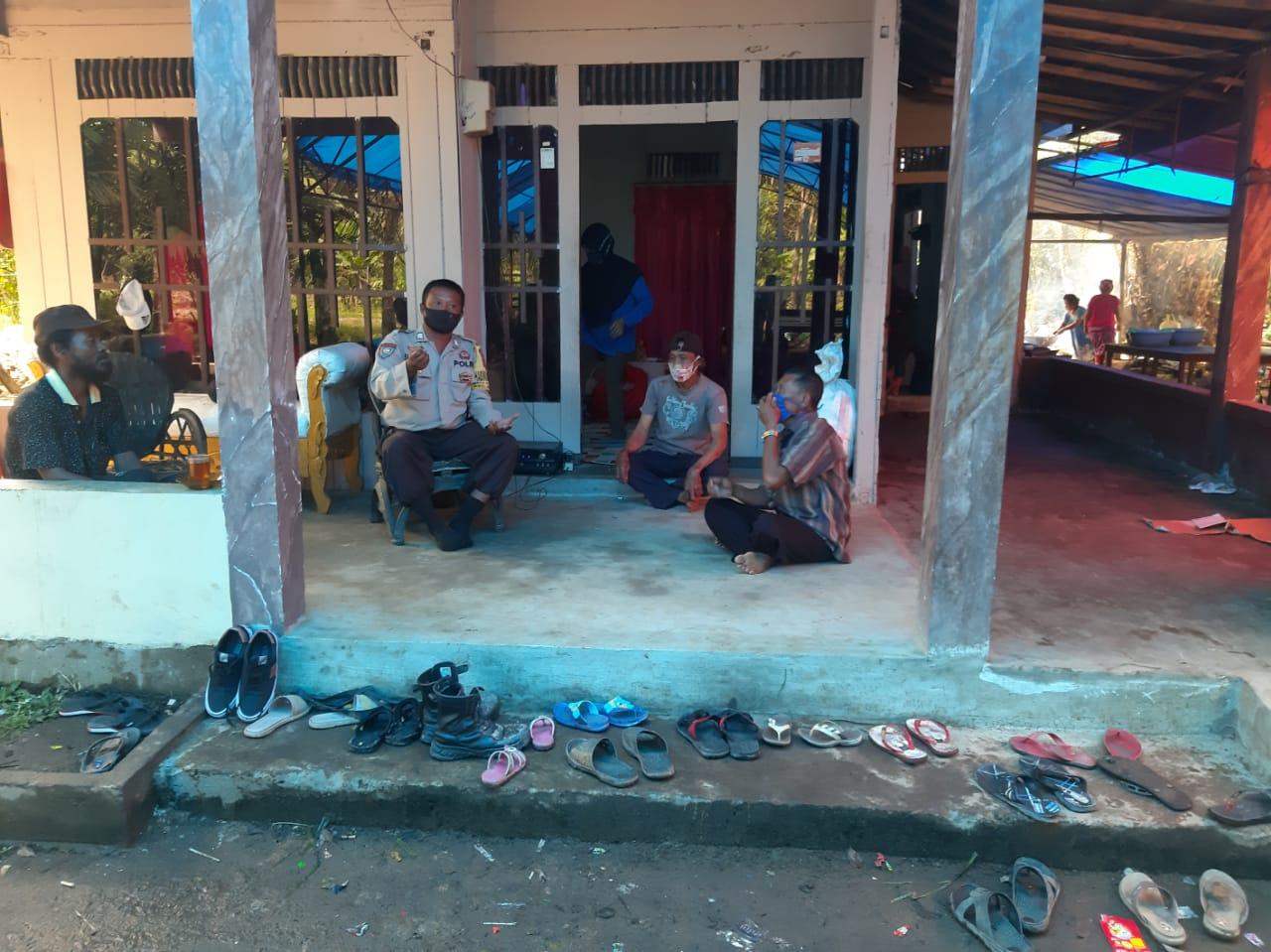 Bhabinkamtibmas Desa Sidodadi Ajak Warga Patuhi Protokol Kesehatan