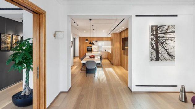 Ένα διαμέρισμα τυπικής πολυκατοικίας του 1930 έγινε ένα μοντέρνο σπίτι (εικόνες)