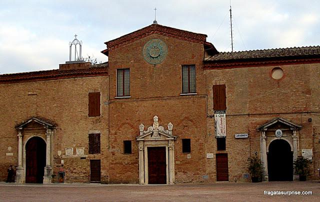 Igreja e Convento de São Francisco, Siena, Itália