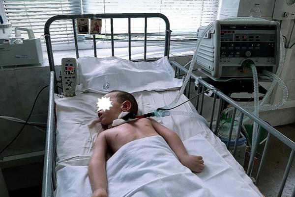 Пропала мама мальчика, лежащего в реанимации, - малышу просят помочь
